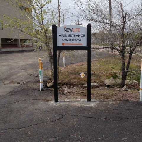 New Life Church – Parking Lot Directional Signs